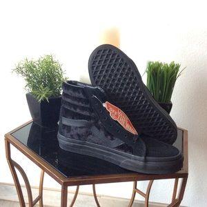 NWT Vans Velvet Sk8Hi Sneakers
